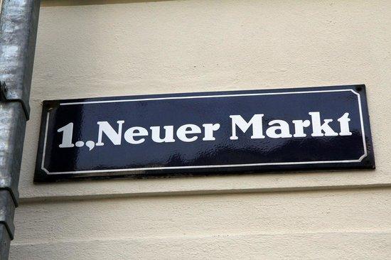 Neuer Markt Sign
