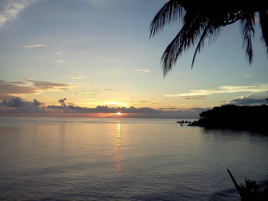Matahari Tulamben Resort, Dive & SPA: Sunrise from my breakfast table in the restaurant!