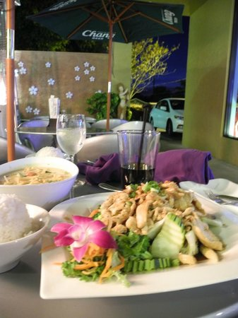 Sushi-Thai of Naples: Essen im Freien