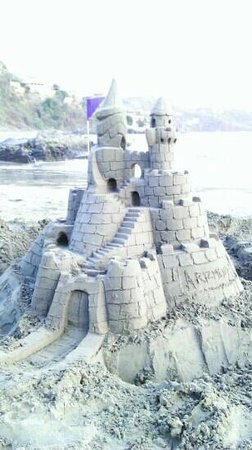 Aura del Mar Hotel: sand castle in front hotel restaurant