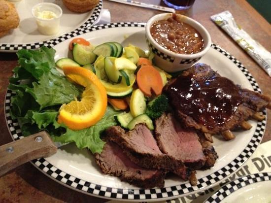 Black Bear Diner : ステーキとBBQ コンビネーション