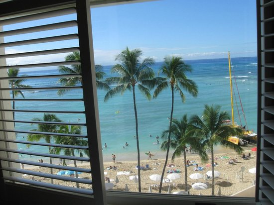 Moana Surfrider, A Westin Resort & Spa: View from our room