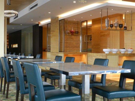 Courtyard by Marriott Shanghai Central: executive lounge