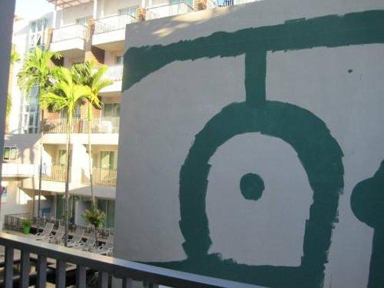 Sugar Marina Resort - FASHION: 窓から外を見る
