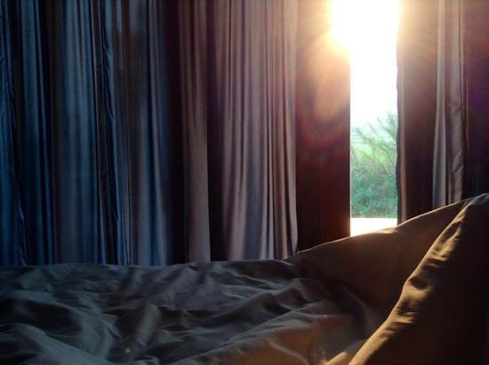 Manee Dheva Resort & Spa: lever de soleil juste dans l'axe de notre chambre : magique!