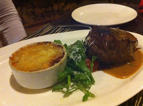 Jamies Restaurant: Steak, Gratin Dauphinois, Salad
