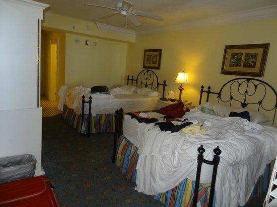 Pelican Grand Beach Resort, A Noble House Resort: vista do quarto