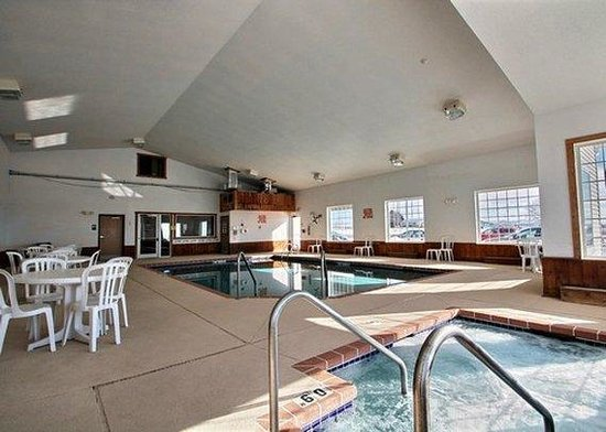 Quality Inn Mineral Point: pool