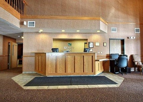 Quality Inn Mineral Point: front desk