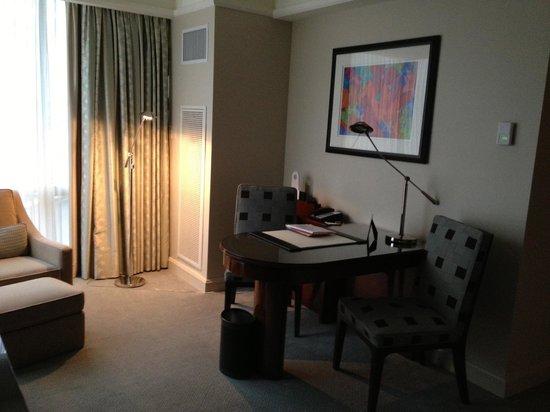 The Ritz-Carlton New York, Westchester: Desk