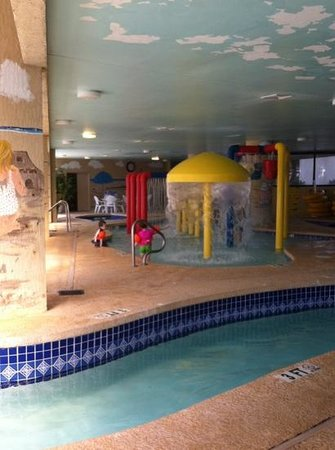 Ocean Reef Resort: indoor kid section surrounded by lazy river