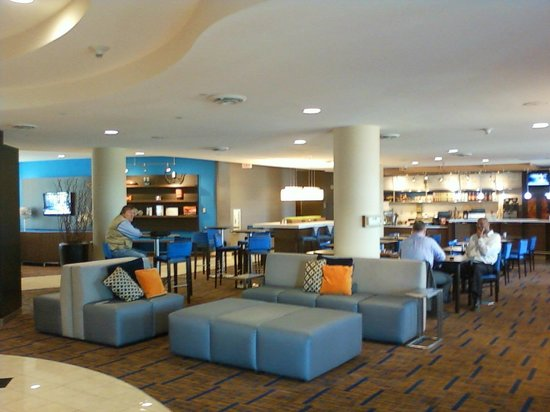 Courtyard Fort Meade BWI Business District: Front lobby / dining area