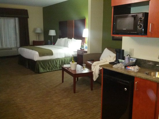 Holiday Inn Express and Suites Wytheville:                   Room