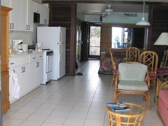 Sapphire Beach Resort: View from patio door to front door