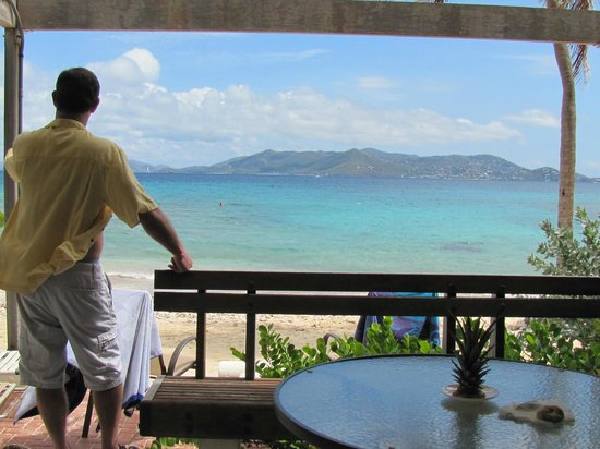 Sapphire Beach Resort: Upper patio view of sea with St John in the background