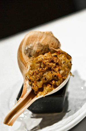Hakkasan Bistro: Stuffed whelk curried seafood