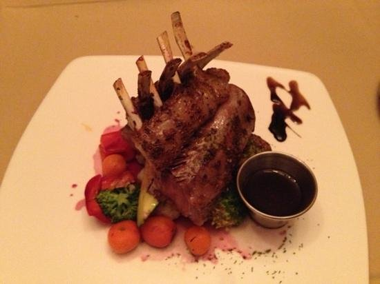 Memories Fine Dining: wonderful rack of lamb is the house specialty