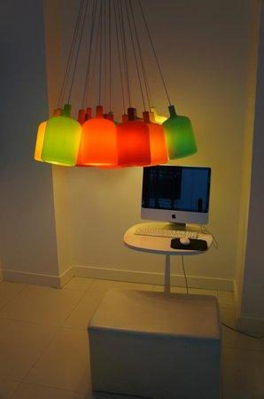 Color Design Hotel: Hotel lobby
