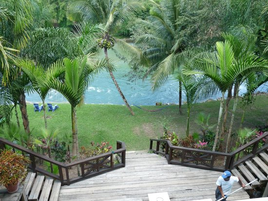 Mahogany Hall Boutique Resort: Mopan river