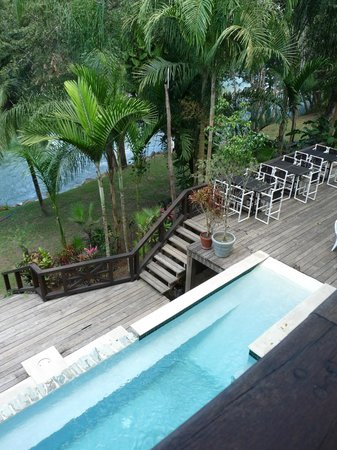 Mahogany Hall Boutique Resort: View of patio and pool