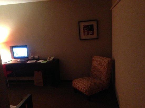 Belmont Hotel:                                                       Living room