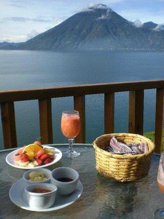 Lomas de Tzununa: A vista do terraço do restaurante no Café da Manhã