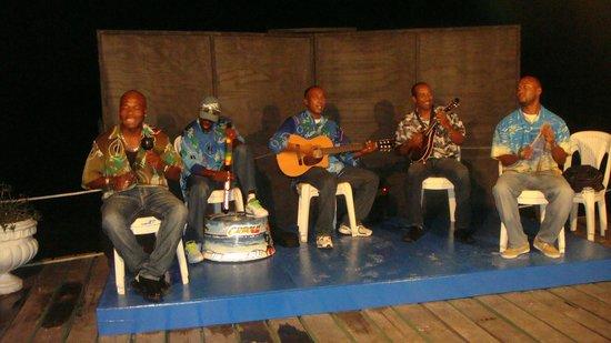 Decameron Marazul: excelente música caribeña