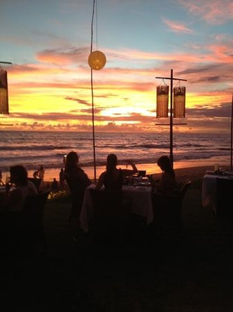 The Samaya Bali Seminyak: Bali Sunset - spectacular from The Breeze!