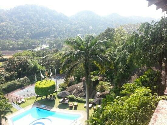 โรงแรมเอิร์ล รีเจนซี่: view from south side balcony - floor 3