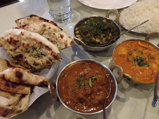 India Palace Restaurant: Madrasi, Kashmari and spinach with chickpeas