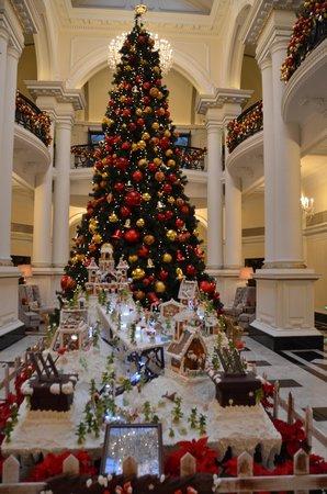Waldorf Astoria Shanghai on the Bund : Christmas decorations at the Waldorf