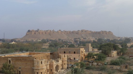 Hotel Fifu: Jaisalmer Fort from rooftop restaurant
