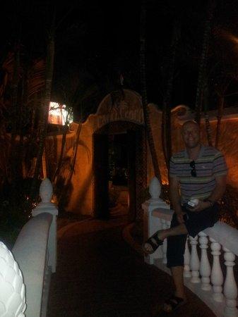 Cafe Coco Restaurant & Bar :                                     The entrance way