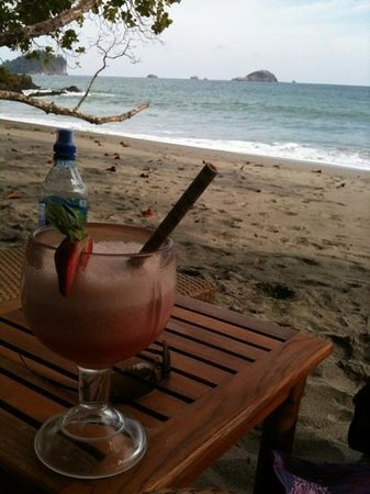 "Arenas del Mar Beachfront & Rainforest Resort: strawberry smoothie ""playitas"" Deluxe"