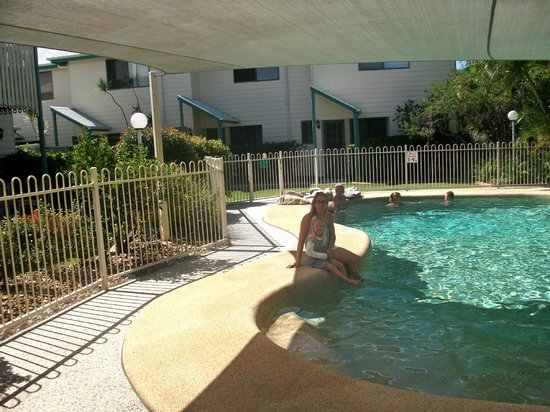 Terrapin Apartments: pool side
