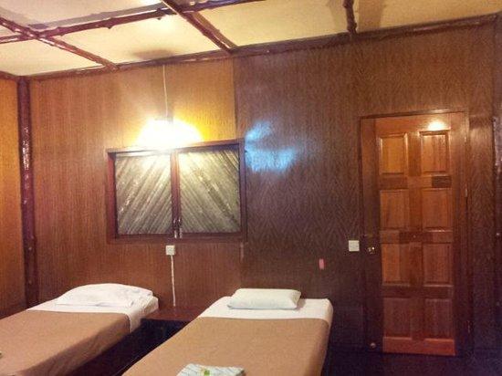 Dragon Inn Resort: Room