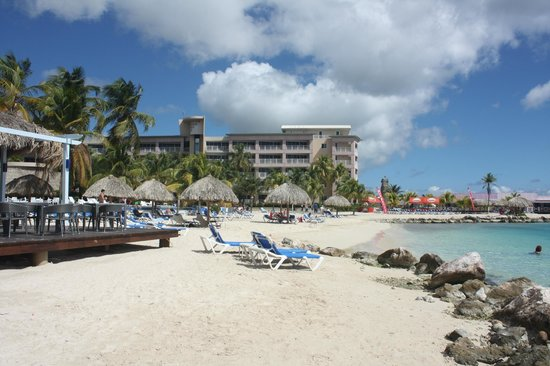 Sunscape Curacao Resort Spa & Casino: Beach and Tower