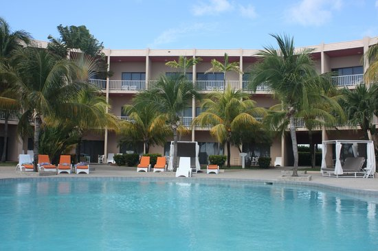 Sunscape Curacao Resort Spa & Casino: Flamingo Pool and Building