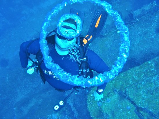 Bay Islands College of Diving: Bubble Rings!