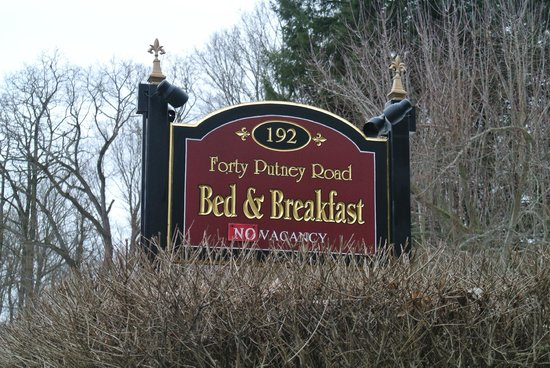 Forty Putney Road Bed and Breakfast: Sign