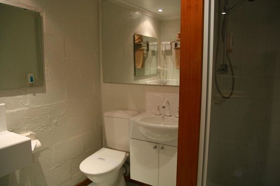 Balmoral on York: toilet/shower
