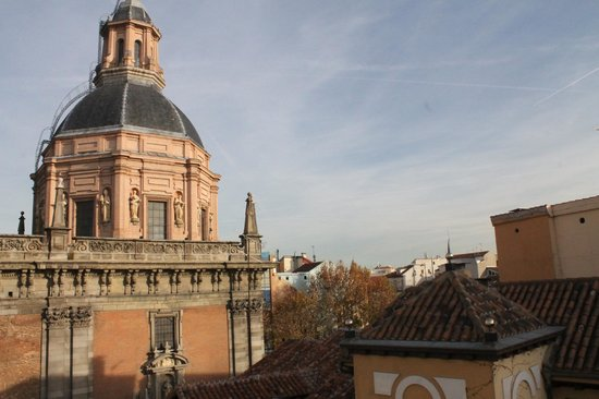 Apartamentos Palacio Real:                   Beautiful View of the Church from the Balcony