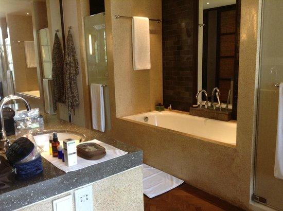 The Legian Bali: Suite - Bathroom