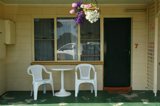 Wintersun Gardens Motel:                   outside room where one can have breakfast or just chill out in the evening