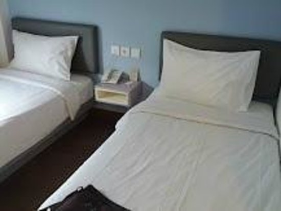Amaris Hotel Cimanuk: the bed
