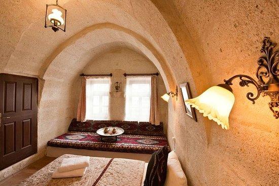 Caravanserai Cave Hotel: Arch room