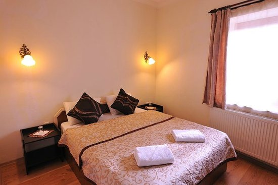 Caravanserai Cave Hotel: Stone room