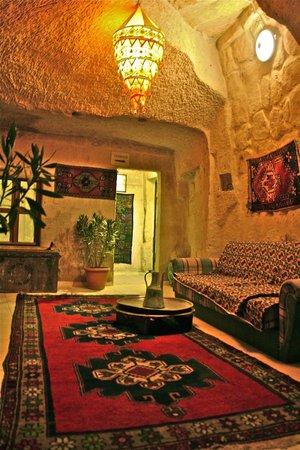 Caravanserai Cave Hotel: Entrice the terrace