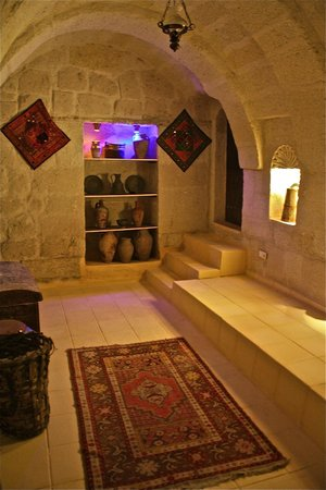 Caravanserai Cave Hotel: Entrice the arch room