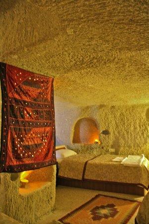 Caravanserai Cave Hotel: Cave Room